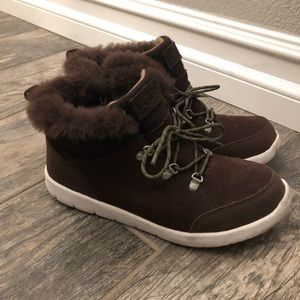 UGG boys size 4 lace up side zip boot